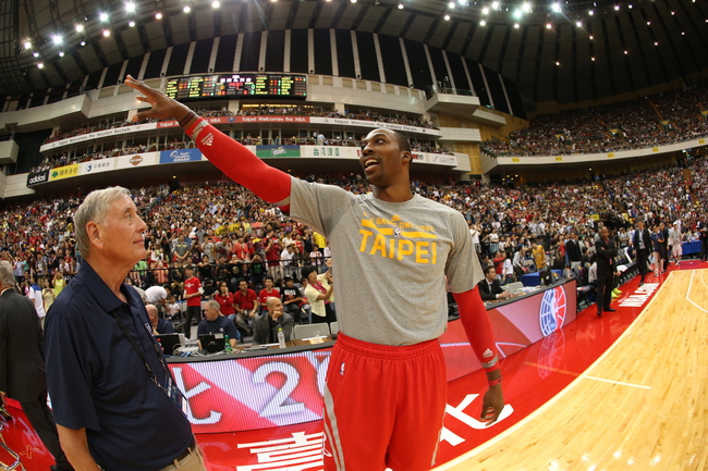 Hi-res-184696290-dwight-howard-of-the-houston-rockets-points-in-the_crop_650