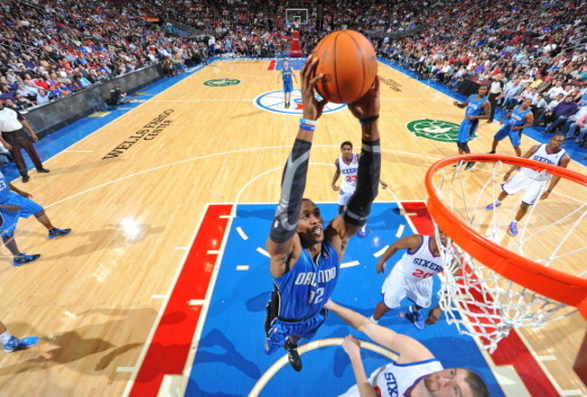 142564119-dwight-howard-of-the-orlando-magic-dunks-over-spencer_crop_650x440