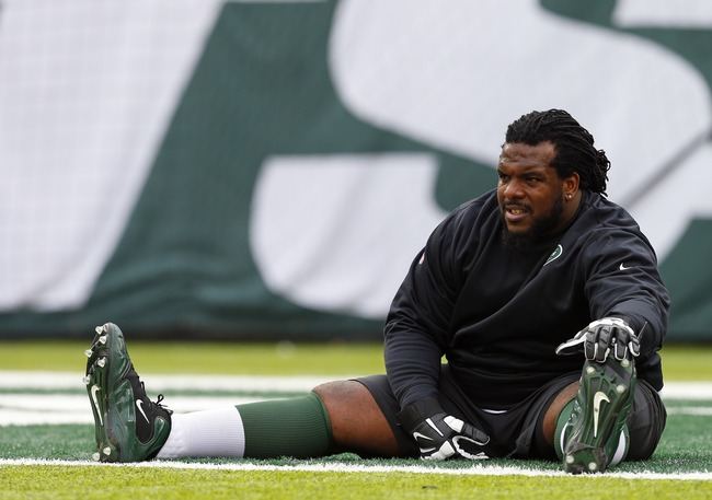 Hi-res-184406799-guard-willie-colon-of-the-new-york-jets-streaches_crop_650