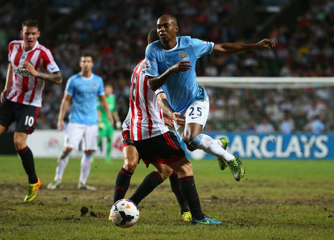 Hi-res-174541435-fernandinho-of-mancester-city-avoids-a-challenge-from_crop_650