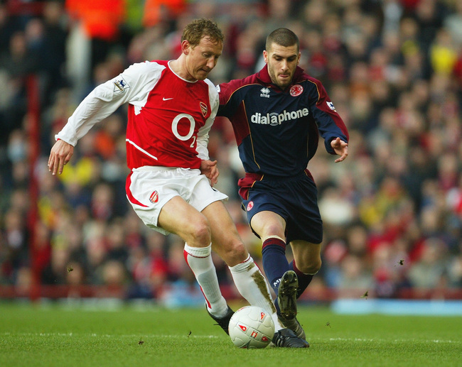 Hi-res-2911587-ray-parlour-of-arsenal-shields-the-ball-from-stuart_crop_650