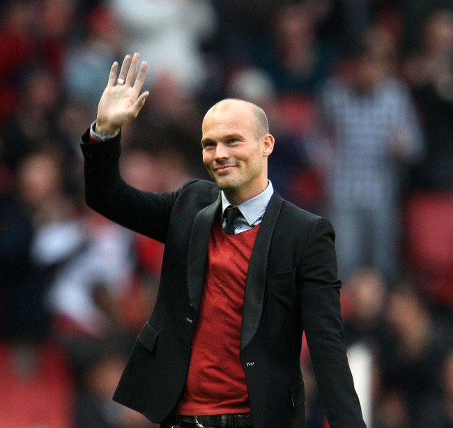 Hi-res-93988978-former-arsenal-player-freddie-ljungberg-greets-the-fans_crop_650