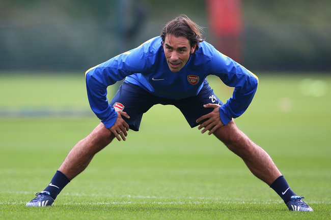 Hi-res-182529324-robert-pires-warms-up-during-an-arsenal-training_crop_650