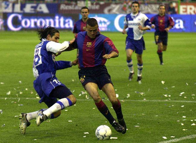 Hi-res-1111755-19th-may-2001-astudillo-of-alaves-and-luis-enrique-of_crop_650