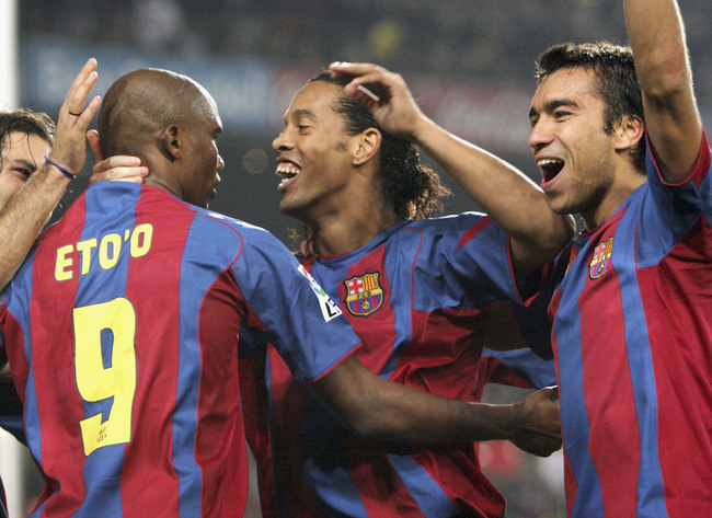Hi-res-51771739-barcelonas-ronaldinho-celebrates-with-samuel-etoo-and_crop_650