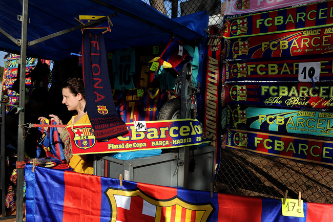 Hi-res-111930848-woman-sells-fc-barcelona-merchandising-in-one-of-the_crop_650