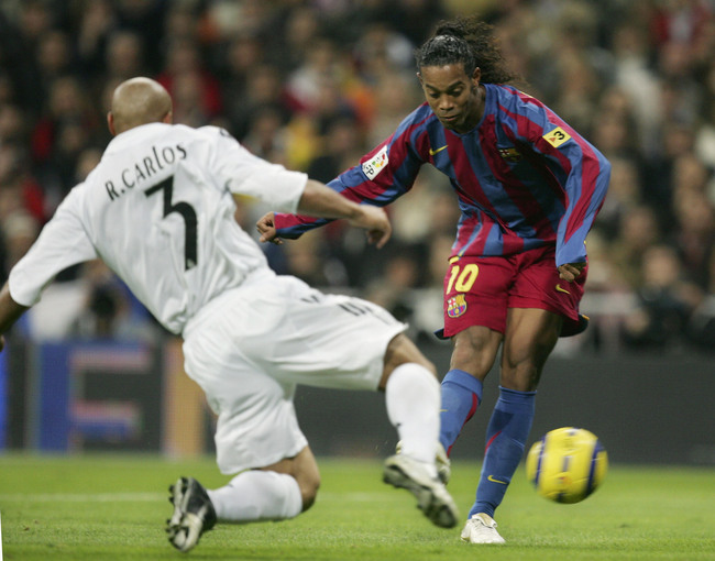 Hi-res-56239624-ronaldinho-of-barcelona-shoots-the-ball-past-roberto_crop_650