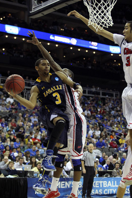 Hi-res-164926187-tyreek-duren-of-the-la-salle-explorers-looks-to-pass_display_image
