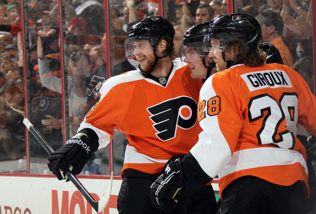 Hi-res-184710978-jakub-voracek-tye-mcginn-and-claude-giroux-of-the_crop_650x440