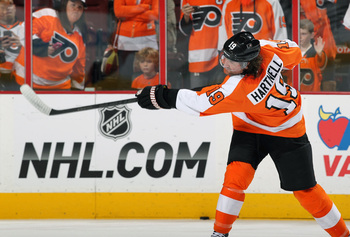 Hi-res-184765591-scott-hartnell-of-the-philadelphia-flyers-warms-up_display_image