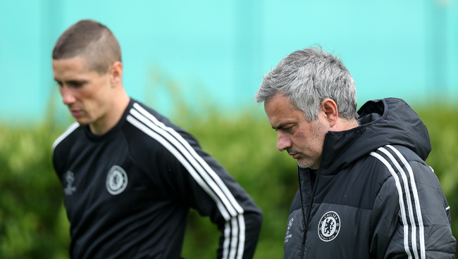 Hi-res-185469358-chelsea-manager-jose-mourinho-chats-with-fernando_crop_650