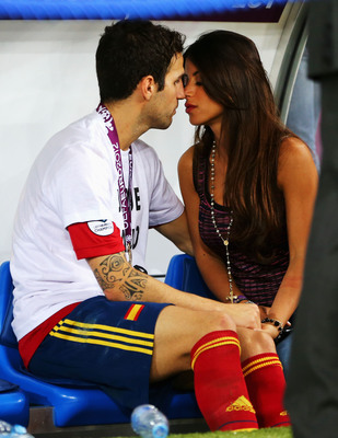 Hi-res-147534927-cesc-fabregas-of-spain-kisses-his-girlfriend-daniella_display_image