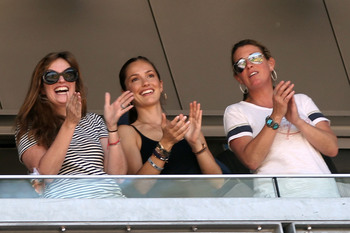 Hi-res-118621716-minka-kelly-cheers-after-a-hit-by-derek-jeter-of-the_display_image