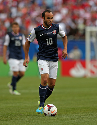 Hi-res-175330983-landon-donovan-of-the-united-states-controls-the-ball_display_image