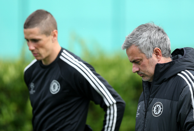 Hi-res-185469358-chelsea-manager-jose-mourinho-chats-with-fernando_crop_650x440