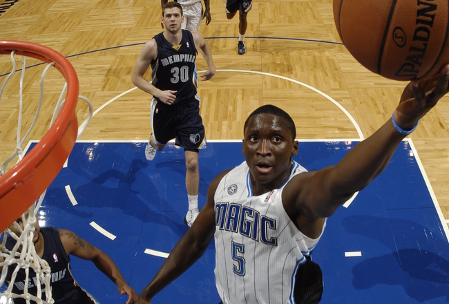 Hi-res-185339761-victor-oladipo-of-the-orlando-magic-shoots-a-layup_crop_650x440