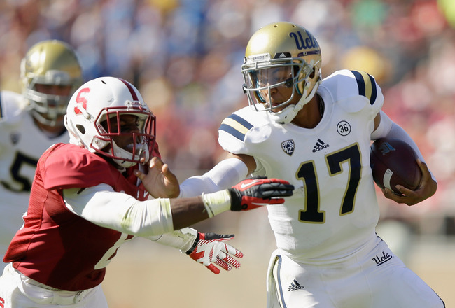 Hi-res-185363993-brett-hundley-of-the-ucla-bruins-tries-to-straight-arm_crop_650x440
