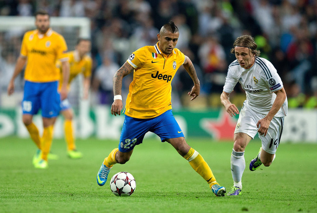 Hi-res-185661781-arturo-vidal-of-juventus-competes-for-the-ball-with_crop_650