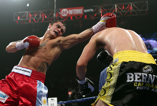 Hi-res-152058915-marcos-maidana-lands-a-left-to-the-head-of-jesus-soto_crop_650x440