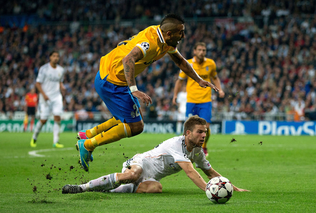 Hi-res-185658287-arturo-vidal-of-juventus-clashes-with-asier_crop_650x440