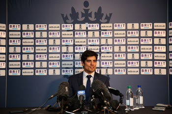 Hi-res-185642069-alastair-cook-the-england-captain-talks-to-the-media_display_image