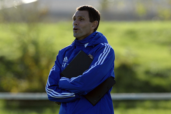 Hi-res-185704477-manager-gus-poyet-of-sunderland-speaks-to-his-players_crop_650