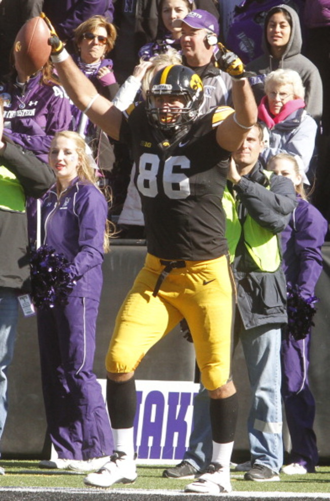 185958299-tight-end-c-j-fiedorowicz-of-the-iowa-hawkeyes_crop_650