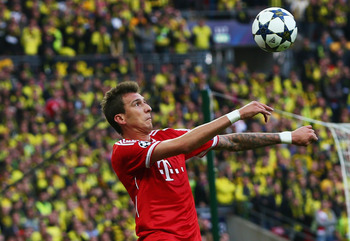 Hi-res-169511091-mario-mandzukic-of-bayern-muenchen-controls-the-ball_display_image