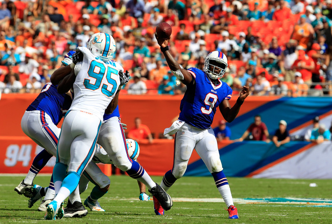 Hi-res-185430258-thad-lewis-of-the-buffalo-bills-throws-the-ball-under_crop_650x440
