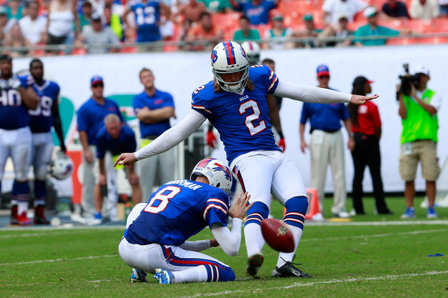 Hi-res-185429769-dan-carpenter-of-the-buffalo-bills-kicks-a-fiels-goal_crop_650