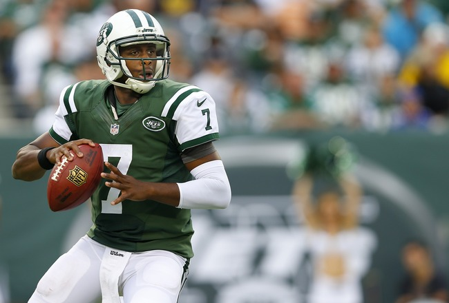 Hi-res-181764388-quarterback-geno-smith-of-the-new-york-jets-looks-to_crop_650x440