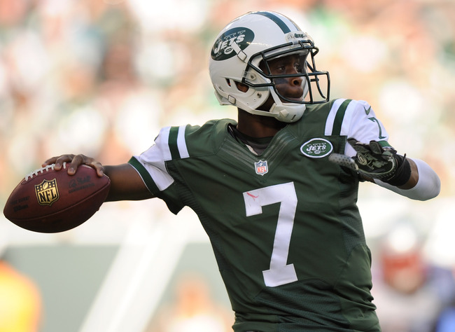Hi-res-185435149-geno-smith-of-the-new-york-jets-throws-a-pass-during_crop_650