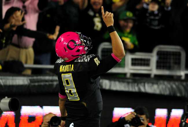 Hi-res-185388917-quarterback-marcus-mariota-of-the-oregon-ducks-points_crop_650x440