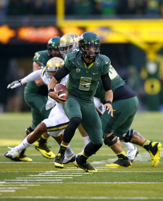 Hi-res-185978668-quarterback-marcus-mariota-of-the-oregon-ducks-runs_display_image