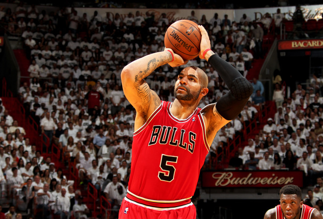 Hi-res-168853956-carlos-boozer-of-the-chicago-bulls-shoots-a-free-throw_crop_650x440