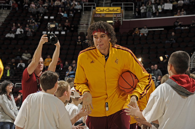 Hi-res-158383260-anderson-varejao-of-the-cleveland-cavaliers-runs-out_crop_650