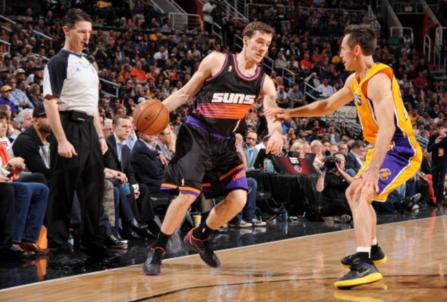 160410388-goran-dragic-of-the-phoenix-suns-protects-the-ball-from_crop_650x440