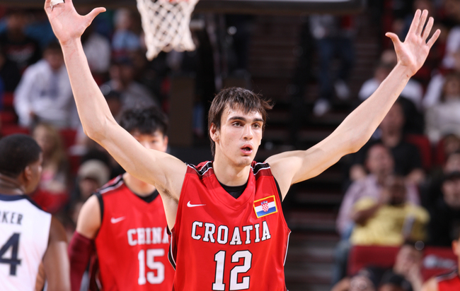 Hi-res-142610729-dario-saric-of-the-world-select-team-defends-against_crop_650