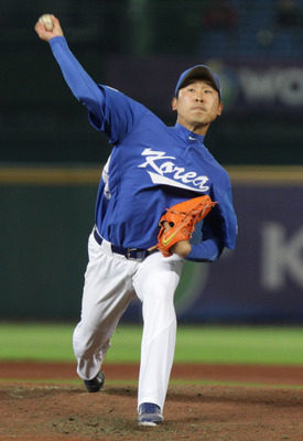 Hi-res-162954350-yoon-suk-min-of-south-korea-pitchs-in-the-top-of-first_display_image