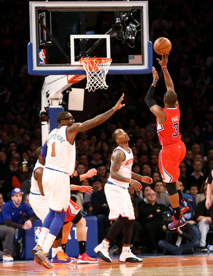 Chris Paul with the floater over Amar'e Stoudemire and J.R. Smith