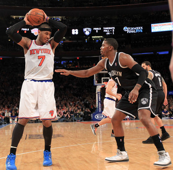Carmelo Anthony being covered by Joe Johnson