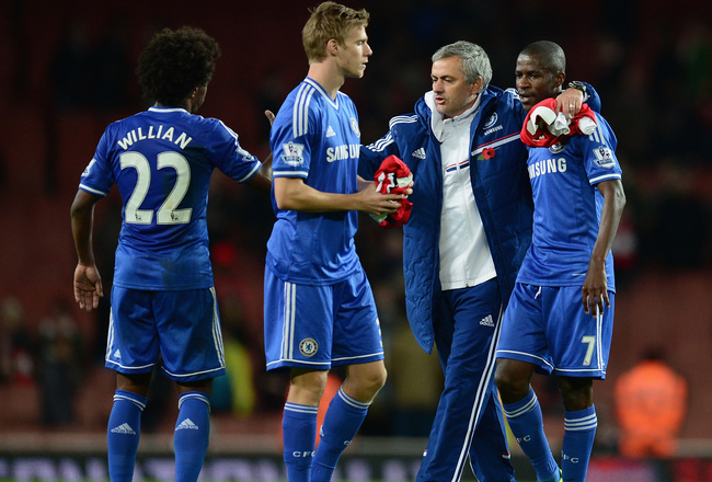 Hi-res-186225033-chelsea-manager-jose-mourinho-celebrates-with-ramires_crop_650x440