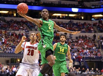 Hi-res-164966445-damyean-dotson-of-the-oregon-ducks-is-called-for-a_display_image