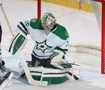 Hi-res-186151864-kari-lehtonen-of-the-dallas-stars-makes-a-save-against_display_image