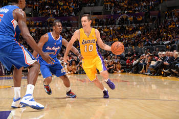 Steve Nash scans the floor.