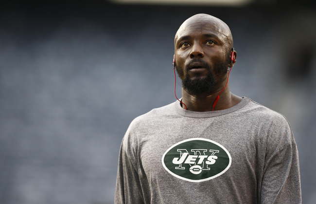 Hi-res-178007442-santonio-holmes-of-the-new-york-jets-warms-up-before_crop_650
