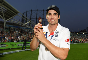 Hi-res-177648542-alastair-cook-of-england-poses-with-the-urn-after_display_image