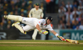 Hi-res-177643201-ian-bell-of-england-dives-as-he-is-run-out-by-mitchell_display_image