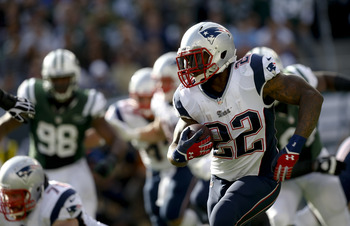 Hi-res-185435252-stevan-ridley-of-the-new-england-patriots-runs-the-ball_display_image