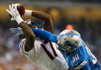 Hi-res-182350838-alshon-jeffery-of-the-chicago-bears-catches-a-fourth_display_image